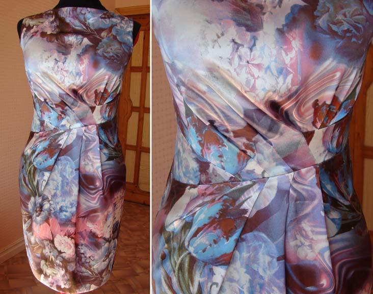 Асимметричная драпировка по переду на платье.